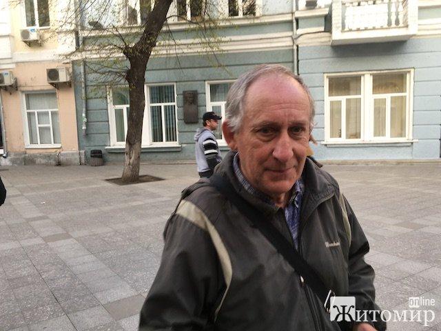 У Житомирі люди захистили активістів від поліцаїв. ФОТО