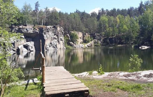 Гранітний кар'єр на Житомирщині -  місце, де можна покупатися в чистій воді, насолодитися лісом, ст ...