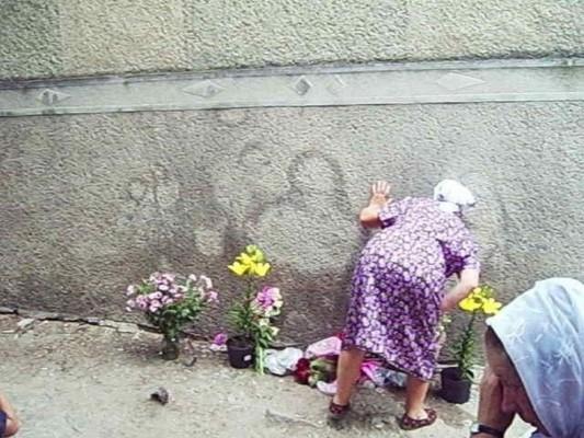 В Чернівецькій області селяни сприйняли плями від сечі за лик Богородиці