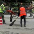 В Новограді-Волинському продовжують ремонтувати дорогу
