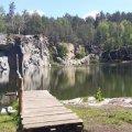 Гранітний кар'єр на Житомирщині -  місце, де можна покупатися в чистій воді, насолодитися лісом, стати свідками чиєїсь весільної церемонії або організувати власну фотосесію. ФОТО