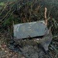 На Житомирщині у купі спаленого сміття в лісі знайшли пам'ятник накритий радюгою. ФОТО