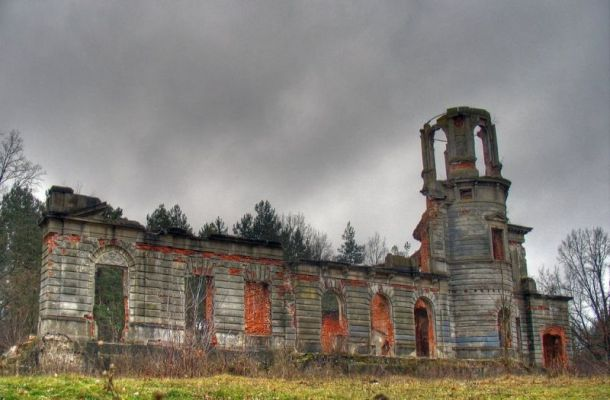 Руїни палацу Терещенко на Житомирщині. ФОТО