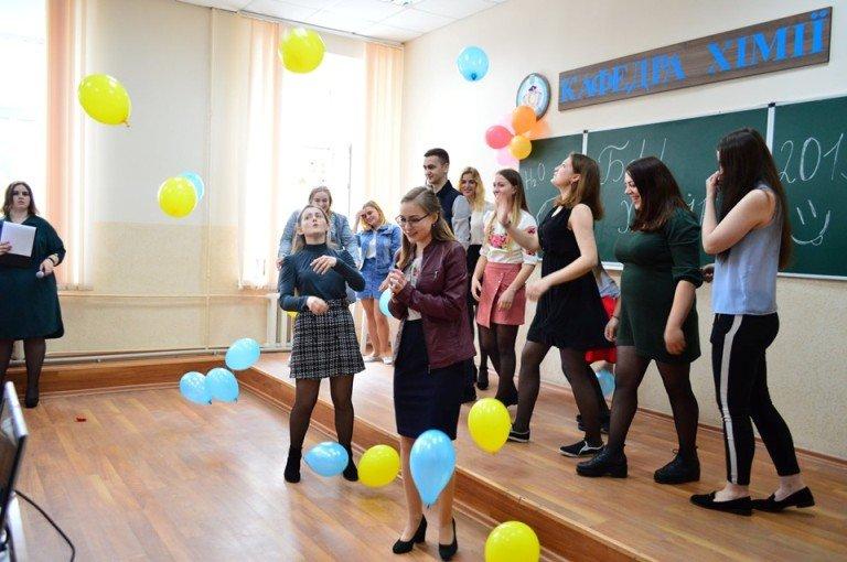 На природничому факультеті ЖДУ імені Івана Франка відбувся бал хіміків-випускників. ФОТО