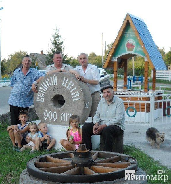На Житомирщині встановлено перший в Україні пам'ятник жертв політичних репресій. ФОТО