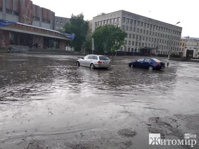 Жахливі наслідки нічного буревію у Житомирі. ФОТО