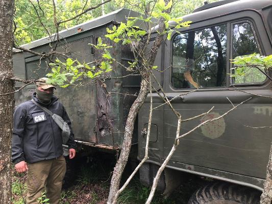 На Житомирщині СБУ припинила діяльність угруповання з незаконного видобутку і збуту бурштину