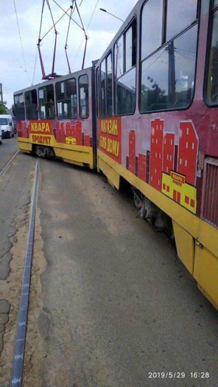 В Житомирі трамвай зійшов з колії
