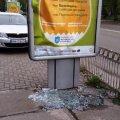 В Житомирі в центрі міста невідомі потрощили рекламні вивіски. ФОТО