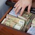 На Житомирщині «соціальна працівниця» поміняла пенсіонеру його заощаджені 11 тисяч старих на папір у клітинку