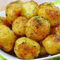 Вызывает отравление: Медики рассказали, кому нельзя есть молодую картошку