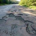 Наче танки їздили: Дорожне покриття Кочерів-Малин. ФОТО