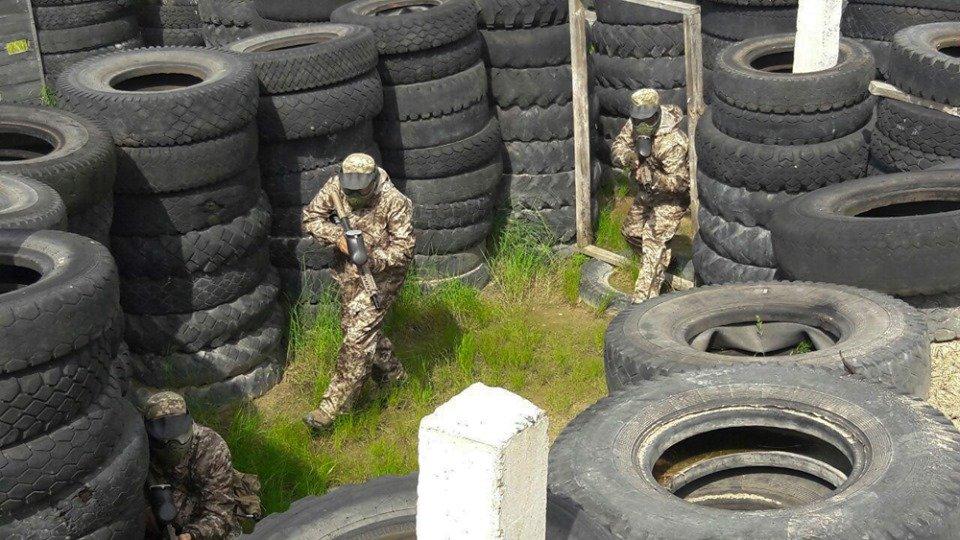 На Житомирщині десантники відпрацювали «бій в місті» за допомогою пейнтбольного спорядження