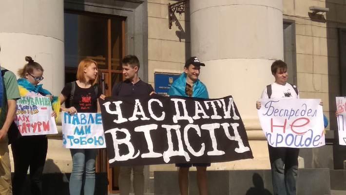 """В Житомирі активісти громадського руху """"Відсіч"""" проводять акцію підтримки Павла Левицького.ФОТО"""