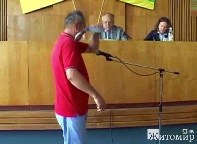 Акт самосожжения в Бердичевском горсовете и самоотверженность журналиста. ФОТО
