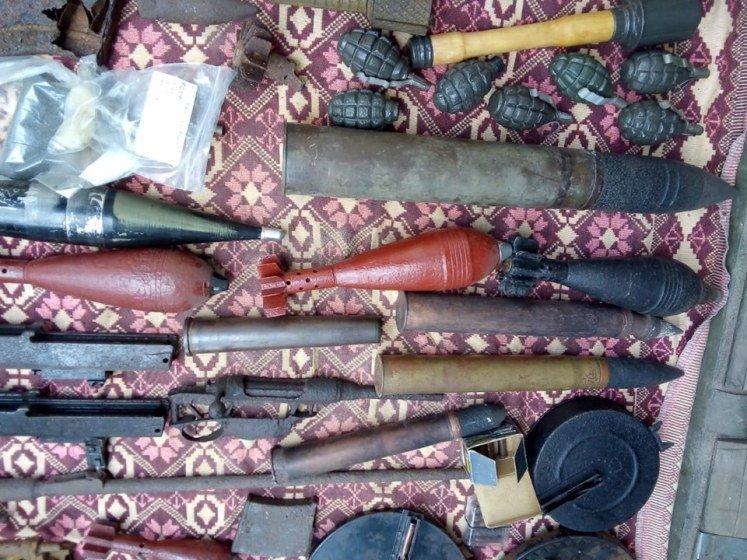 У Хорошеві в гаражі знайшли колекцію зброї та боєприпасів часів Другої світової. ФОТО
