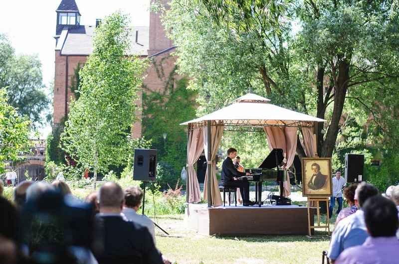 На вихідних замок у Радомишлі порине у музику Шопена