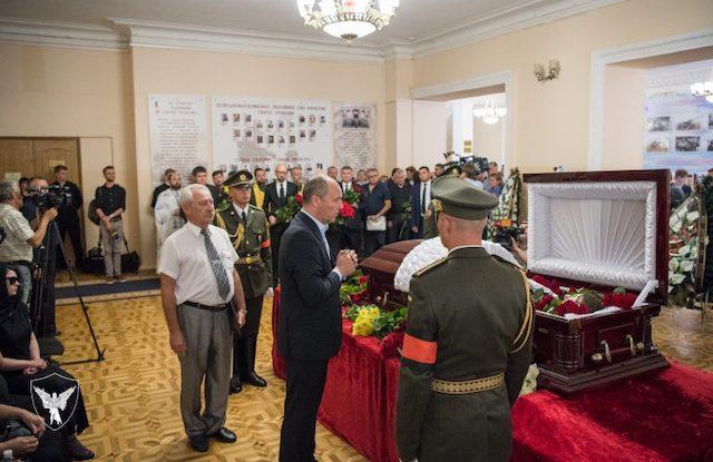 Верховний головнокомандувач Зеленский не прийшов на похорон до підполковника, нардепа із Бердичева Дмитра Тимчука