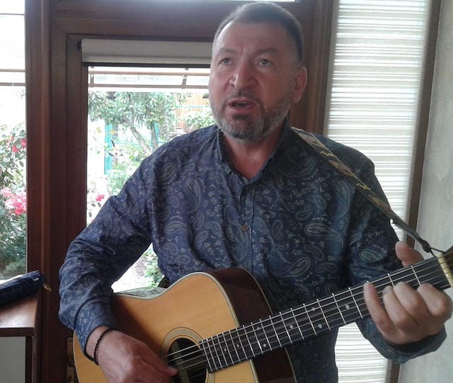 Сьогодні святкує День народження відомий житомирський бард та композитор Юрій Іванець