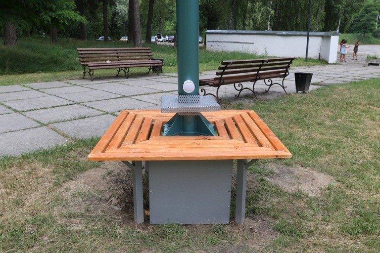У Гідропарку встановлено три «Сонячних дерева» для зарядки мобільних пристроїв