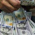 Доллар опустился ниже психологической отметки