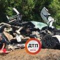 На трасі Київ – Житомир Tesla влетіла в автоцистерну, загинула пасажирка. ФОТО