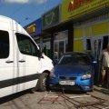 На Сінному ринку в Житомирі автомобіль в'їхав у магазин. ФОТО