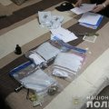 У спортзалі житомирської багатоповерхівки на Польовій поліція знайшла гранату, детонатори і 70 набоїв. ВІДЕО