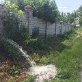 Фонтан із нечистот просто з паркану приватного будинку в Бердичеві. ФОТО