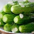 Хрусткі і смачні малосольні огірки на мінералці