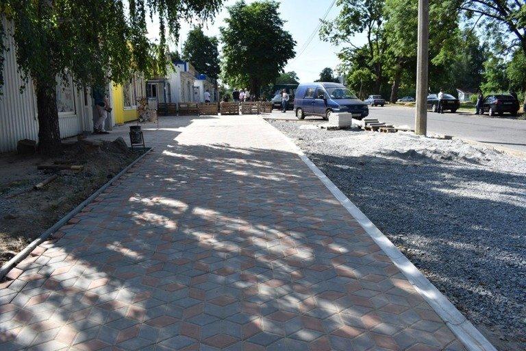 У Новограді-Волинському проводиться капітальний ремонт доріг та тротуарів