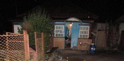 У Коростені на приватний будинок скоєно озброєний напад. ФОТО
