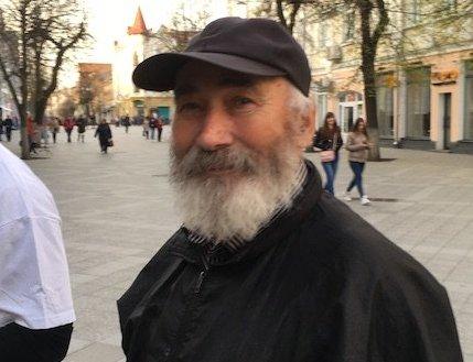 Сьогодні святкує день народження житомирський вуличний музикант, поет та композитор Костянтин Гулюк