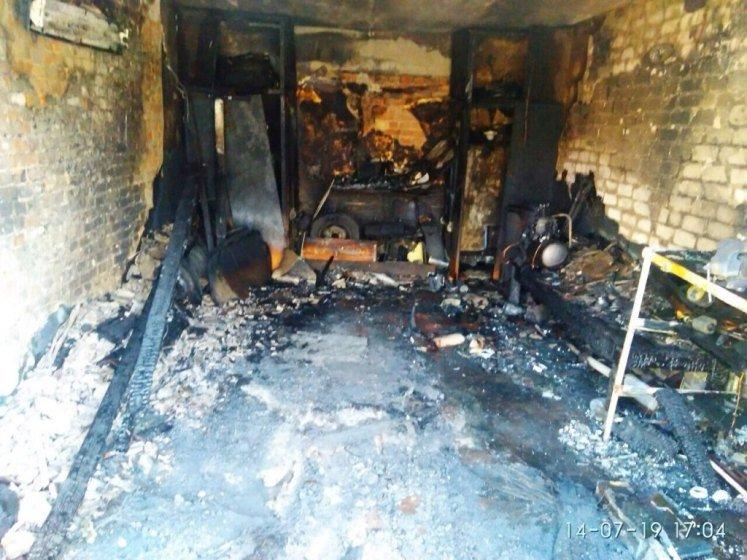 В Коростені бійці ДСНС врятували гаражний кооператив від повного знищення вогнем