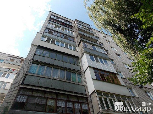 В Житомире выбросилась с балкона 51-летняя женщина. ФОТО