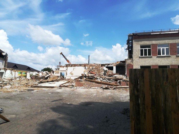 У Пулинській школі продовжують реконструкцію – демонтують старе приміщення