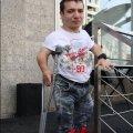 """""""На вулицю виходжу рідко, бо діти сміються зі зросту"""" - сироті Анатолію Тимчуку ніде жити. ФОТО"""