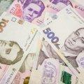 Законодавством не заборонено обумовлювати в договорі заробітну плату в іноземній валюті