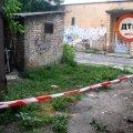 В Киеве женщина родила за транформаторной будкой и ушла: младенца нашли прохожие