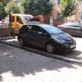 В Житомирі чергові умільці парковки: Залишили машину на відрізку дороги, що ремонтується