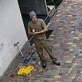 Допоможіть впізнати злодія, який серед білого дня вкрав з двору два велосипеди. ФОТО