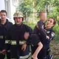У Житомирі з квартири через вікно рятували дітей, яких напризволяще залишила мати. ФОТО