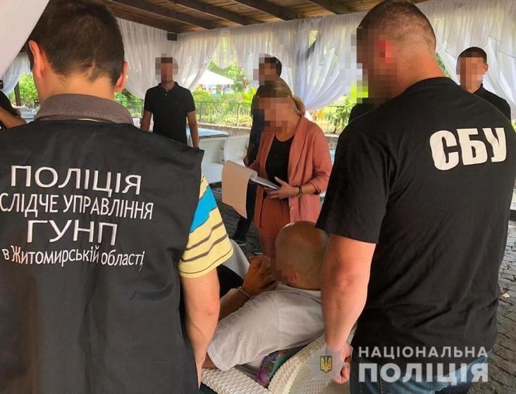 """""""Сховав гроші у трусах"""": В Житомирі відомого активіста спіймали на хабарі"""
