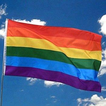 В Житомирі активісти довели до сліз дівчат через прапор ЛГБТ і знімали це на відео. ВІДЕО