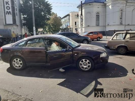 ДТП на розі вулиць Київської та Покровської у Житомирі. ФОТО