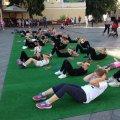 Житомиряни зібрались на ранкову гімнастику. ФОТО
