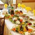Хворих, які отруїлися на весільному банкеті у Житомирській області, виписали з діагнозом «сальмонельоз»