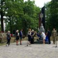 Відкритий в Озерному пам'ятник воїнам захисникам України вже наступної ночі хтось облив червоною фарбою