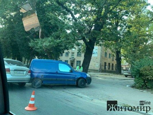 ДТП на вулиці Грушевського у Житомирі. ФОТО