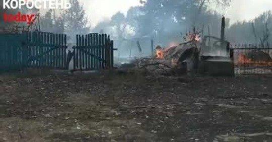 У селі Коростенського району рятувальники протягом шести годин гасили масштабну пожежу. ВІДЕО